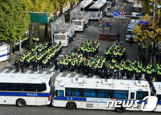 [사진]청와대 앞 막아선 경찰들