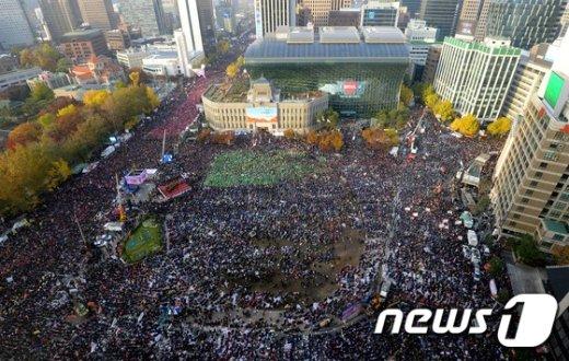 [사진]서울광장을 가득 메운 시민들