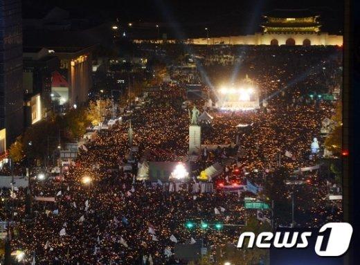 [사진]'주최측 추산 85만명' 광화문 메운 촛불