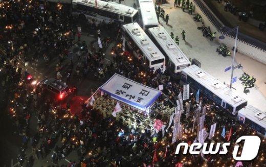 [사진]청와대 향하는 시민들