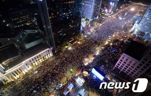 [사진]광화문 메운 촛불 든 시민들