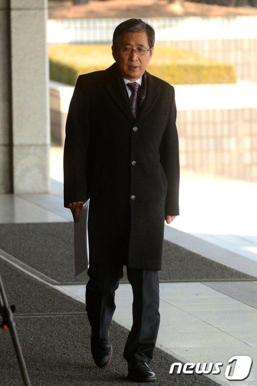 [사진]검찰 출석한 조원동 전 청와대 경제수석