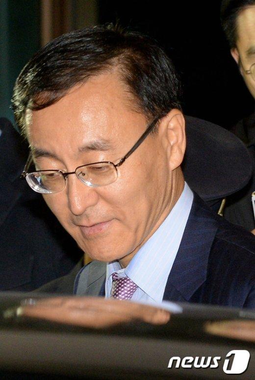 [사진]김수남 '대통령 조사, 최순실 기소 전까지 할 수 있을까?'