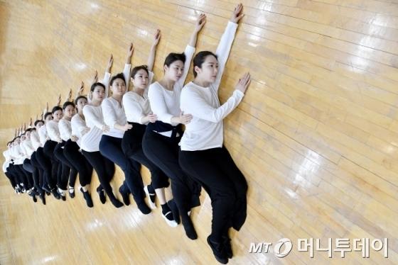 오는 25~26일 '춤의 연대기' 공연에 오르는 안애순 안무의 '강강수울래애' 공연 연습 모습/사진제공=국립국악원