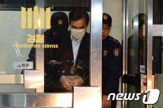 [사진]김종 전 차관, 조사 마치고 구치소로 이송