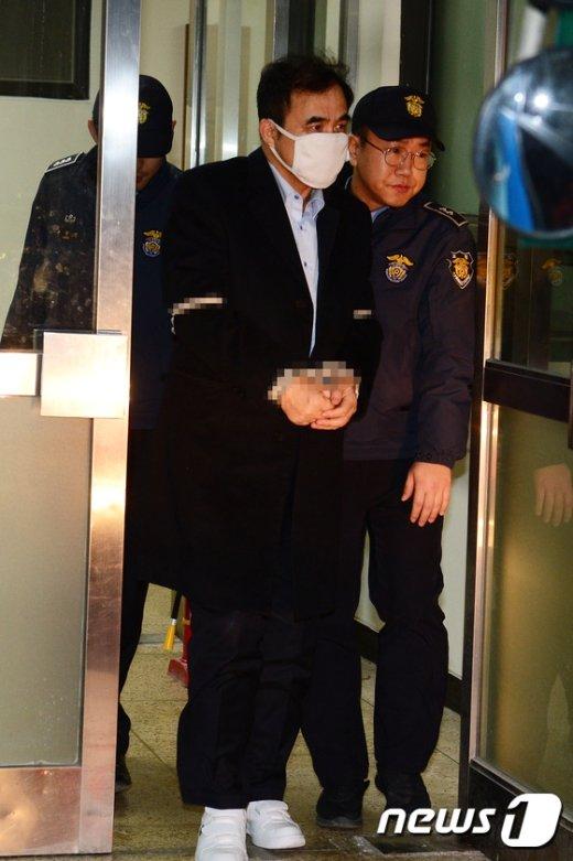 [사진]구치소로 이송되는 김종 전 차관 '무거운 발걸음'
