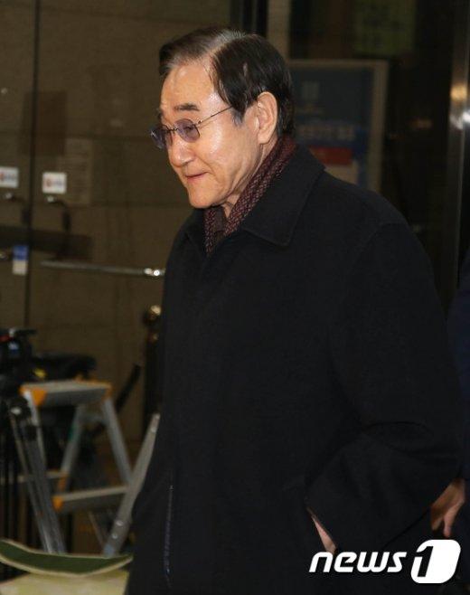 [사진]참고인 조사 마친 현명관 한국마사회장