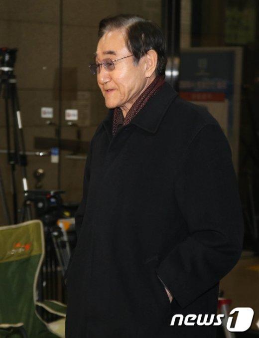 [사진]정유라 특혜의혹 받는 현명관 한국마사회장