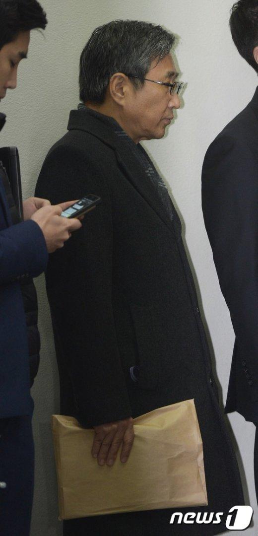 [사진]법원 향하는 조원동 전 경제수석