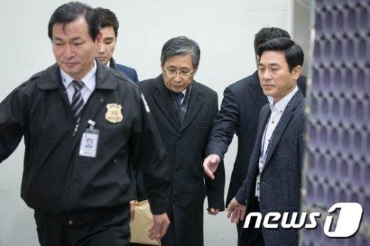 [사진]법원 향하는 조원동 전 수석