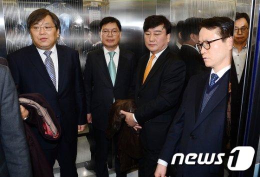 [사진]박영수 특검 사무실 나서는 특검보 4인방