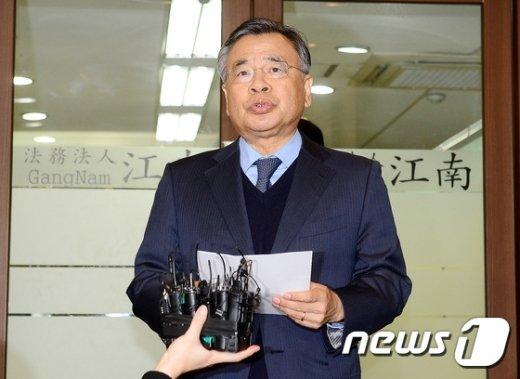 [사진]특검보 임명 관련 브리핑 갖는 박영수 특검