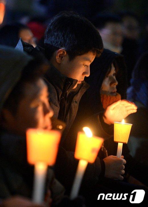[사진]'촛불은 꺼지지 않는다'