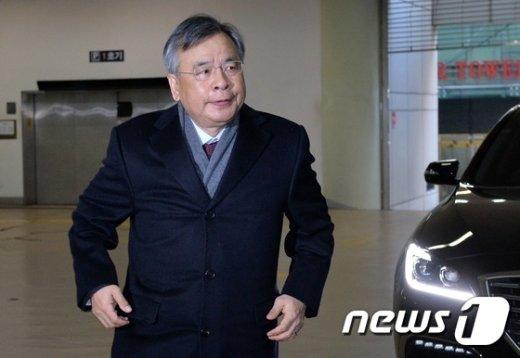 [사진]출근하는 박영수 특검