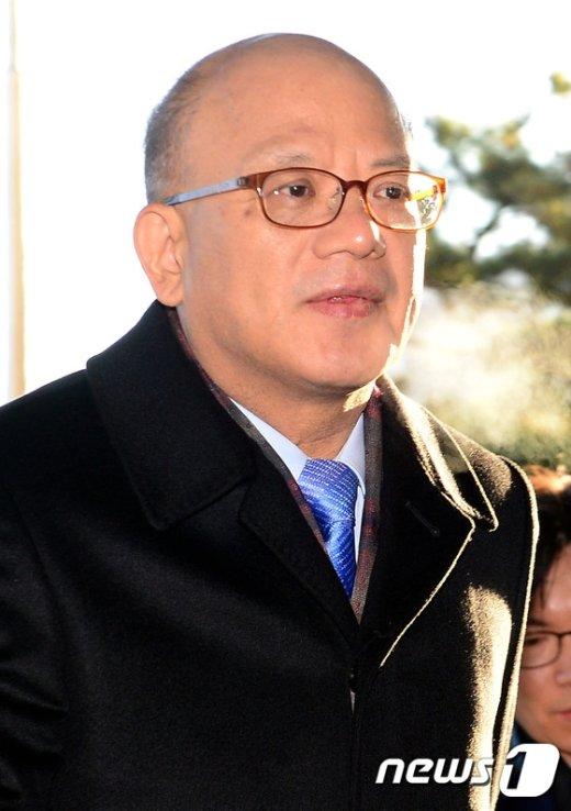 [사진]朴대통령 답변서 제출마감일 출근하는 박한철 소장
