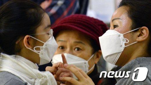 [사진]독감유행주의보, 걱정스런 눈빛