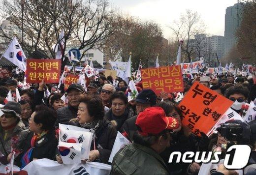 [사진]'탄핵 무효' 외치는 박사모