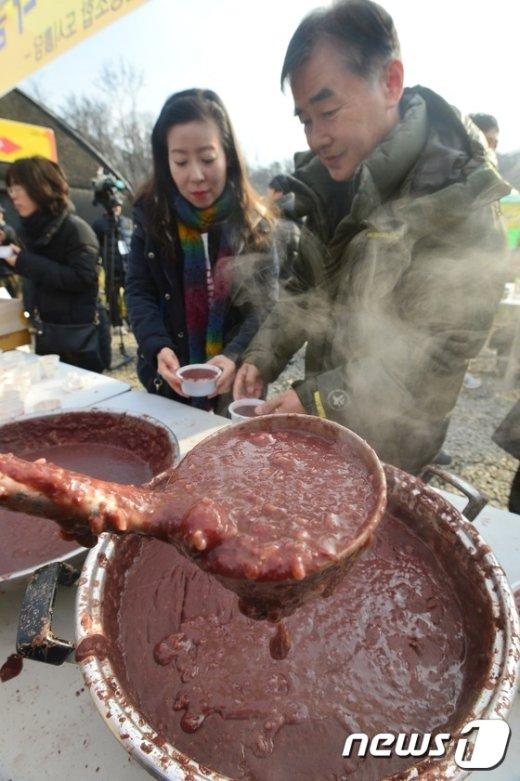 [사진]'동지 팥죽 한 그릇 드세요'