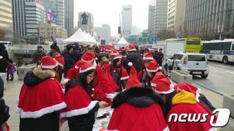 청년 산타대작전 퍼포먼스 © News1
