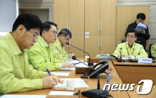 [사진]AI 방역대책 점검하는 김재수 장관