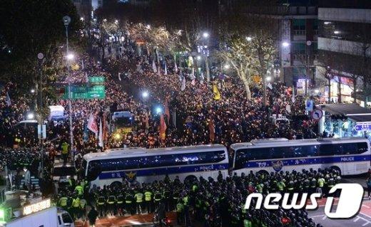 [사진]헌재 앞 촛불