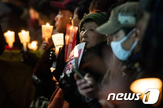 [사진]촛불 밝힌 시민들
