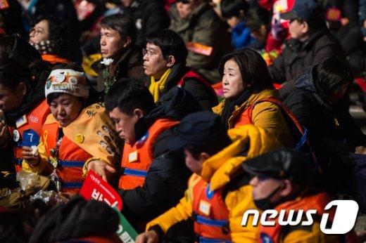 [사진]세월호 유가족과 구명조끼 입은 심상정
