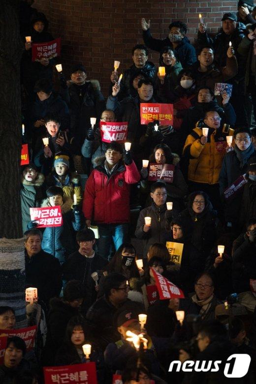 [사진]삼청동 총리공관 앞 촛불