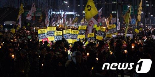 [사진]'삼청동 총리공관 향하는 촛불'