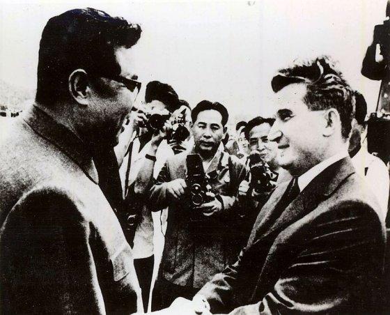 김일성을 만나고 있는 차우셰스쿠. /사진제공=위키피디아