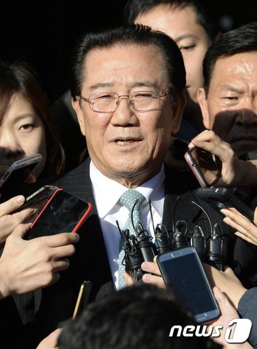 [사진]질의에 답하는 박준영 의원