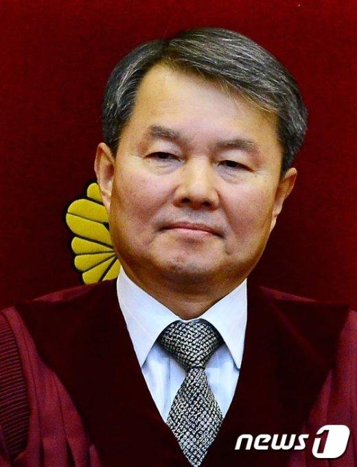 [사진]선고 앞둔 이진성 헌법재판관