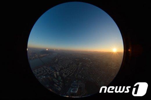[사진]어둠을 뚫고 올라오는 희망찬 태양