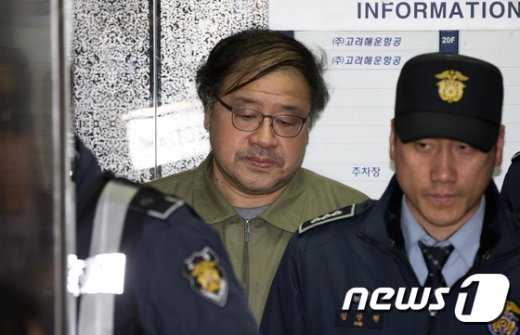 [사진]특검 출석하는 안종범 전 수석