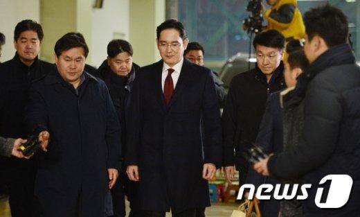 [사진]22시간 특검 조사 마친 이재용 부회장