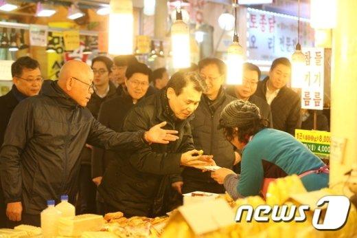 [사진]전통시장서 찾은 정은보 금융위 부위원장