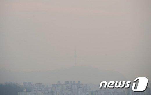 [사진]보일락 말락 남산타워