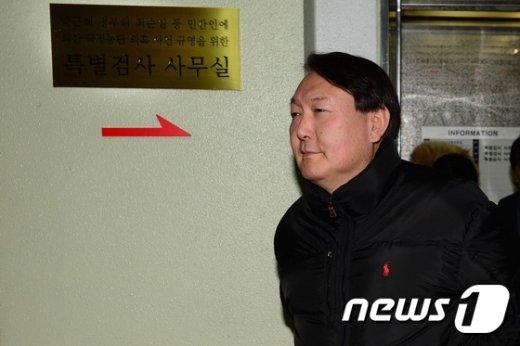 [사진]윤석열 수사팀장 '어두운 표정'