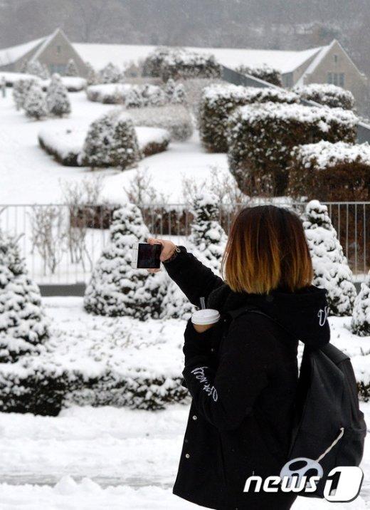 [사진]눈 내린 캠퍼스에서 남기는 추억
