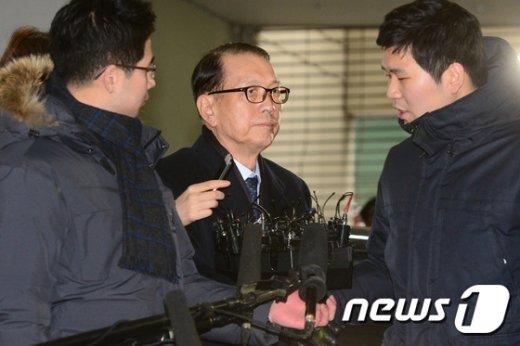 [사진]영장실질심사 앞두고 특검 출석하는 김기춘 전 청와대 비서실장