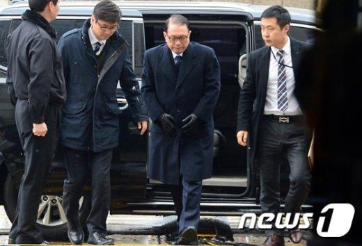 [사진]법원 출석하는 김기춘 '구속 여부는?'