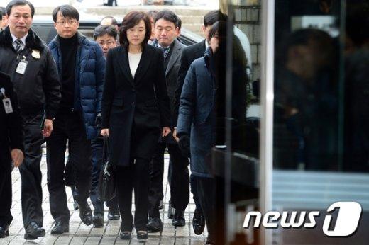 [사진]조윤선 장관 '굳은표정으로 법원 출석'