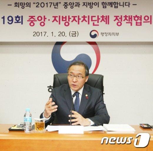 [사진]인사말 하는 홍윤식 장관
