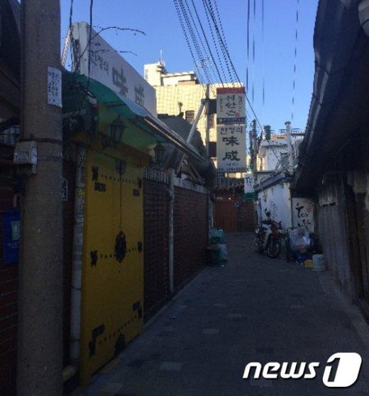 김영란법 시행 이후 문닫은 광화문 일대의 식당© News1