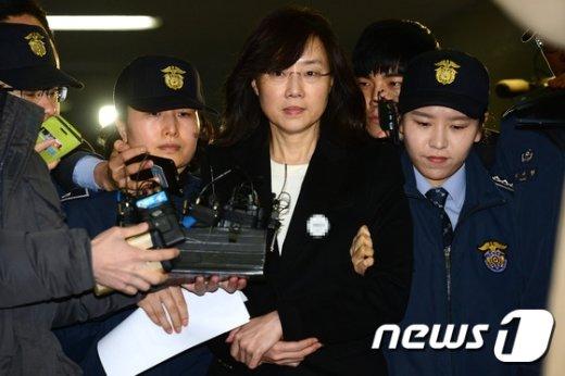 [사진]조윤선 '특검 조사 마치고 구치소로'