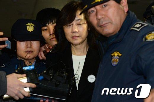 [사진]눈 감은 조윤선 '하루아침에 구치소 신세'