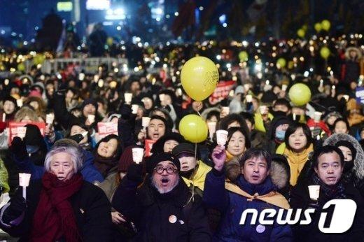 [사진]'촛불 든 시민들'