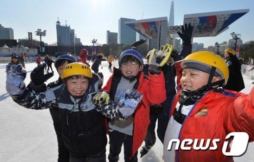 [사진]'스케이트장 무료개방 신난다'