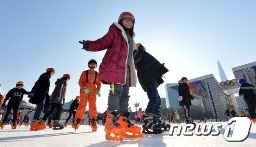 [사진]신나는 스케이트 '오늘은 무료개방'