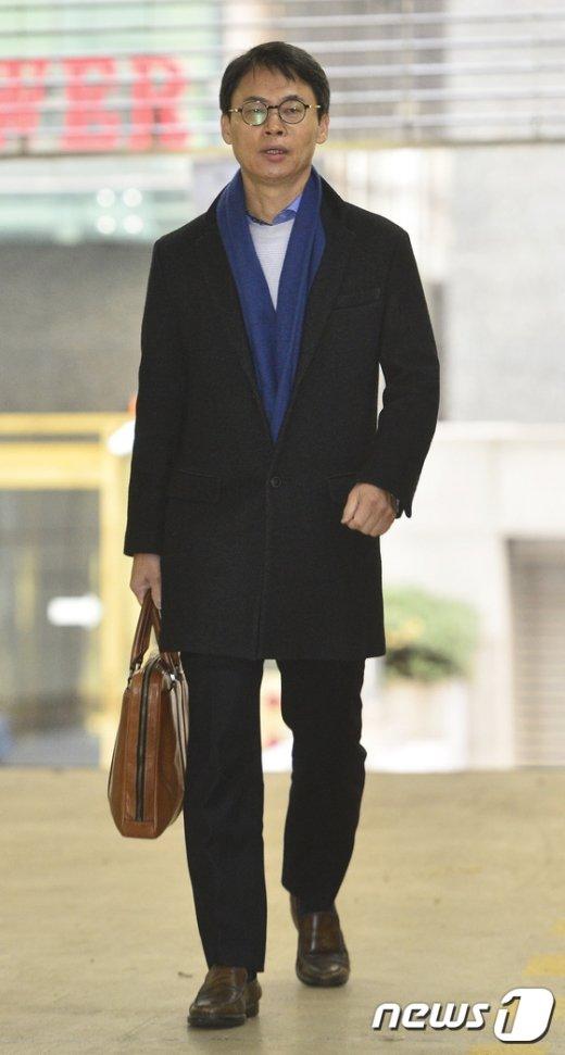 [사진]이규철 대변인 '설연휴에도 특검 출근'